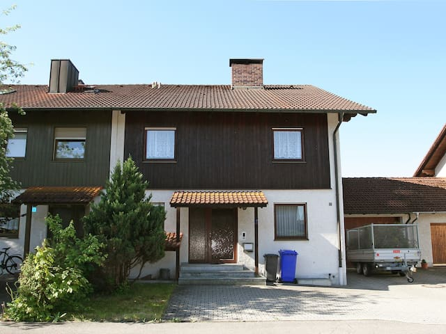 Apartment Nikolaus-Lenau-Strasse in Tüssling - Tüssling - Appartement