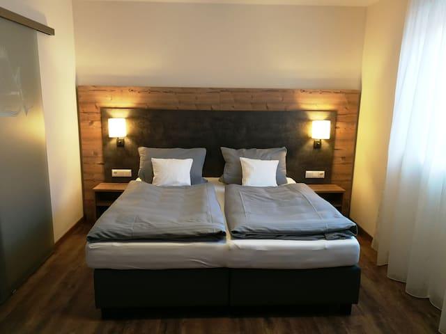 Standard Doppelzimmer 1 - Landhotel Zum Adler