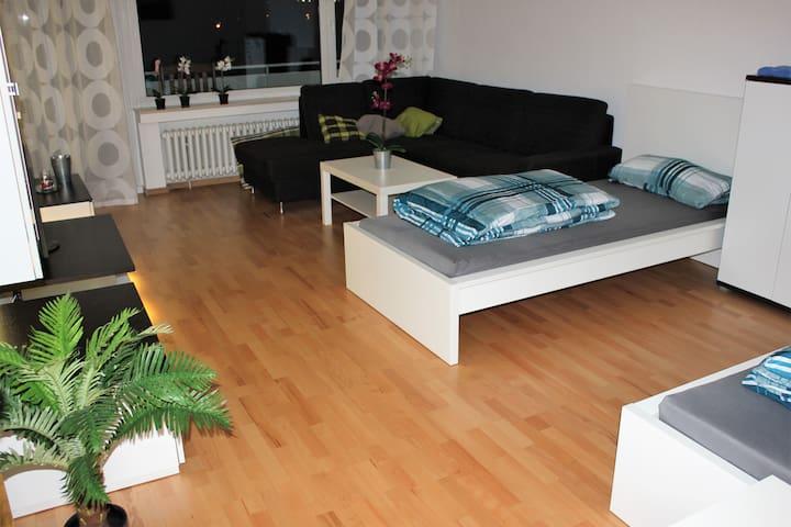K98b moderne Ferienwohnung mit gratis W-LAN nahe der Stadtbahn in ruhiger Lage in einem gepflegtem Mehrfamilienhaus in Köln Weiden