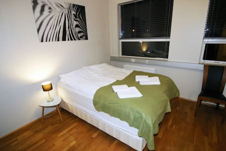 Queen bed & 2 single beds, newly renovated room #5 - Hafnarfjordur