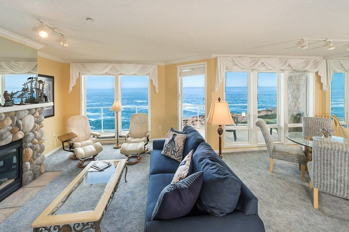 Whale Watch - 3bdrm End Oceanfront & Whales!