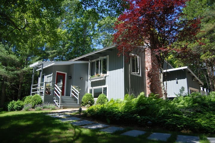 Charming Home Away From Home in East Hampton - East Hampton - Dům