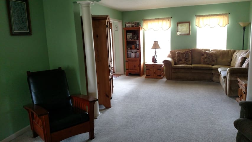 RNC 5 bedroom 3.5 bath Upscale Avon Home - Avon - Rumah