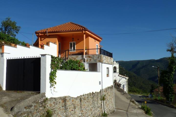 Casa en la Ribeira Sacra, Pombeiro