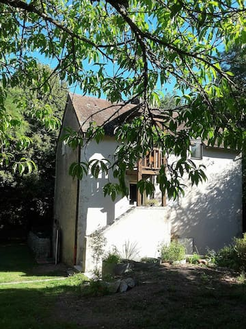 Domaine Pastel - Besson - Gjestehus