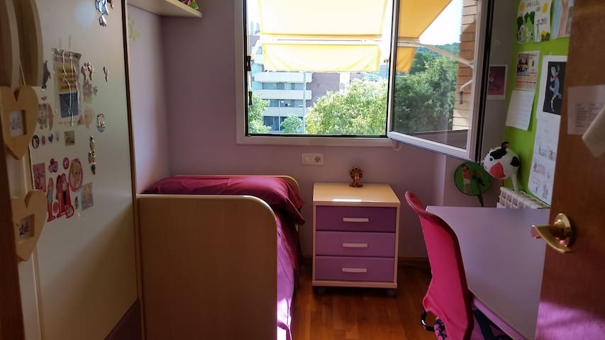 Comfortable room close to airport and UPC