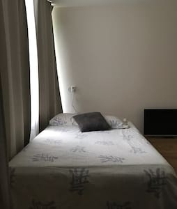 comfortable bedroom nearthe Airport - Amstelveen