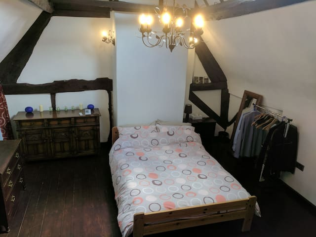 17th Century Weavers Cottage - Coventry - Talo