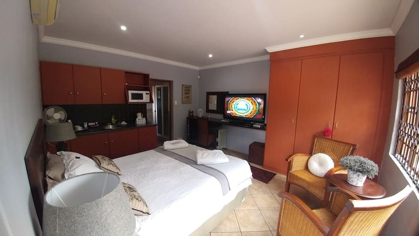 Nyamba Guest House - Centurion - Guesthouse