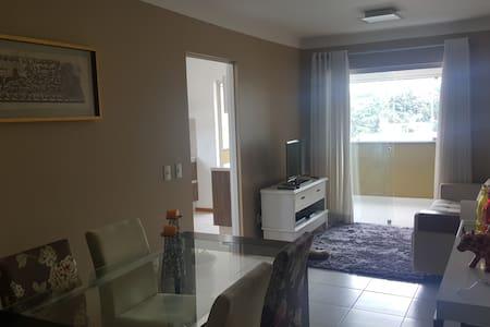 Apartamento com ótima localização, agradável. - Blumenau - Lakás