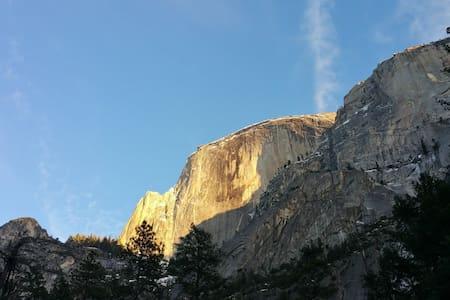 Lovely Mountain Lake Chalet near Yosemite - Groveland - Hus