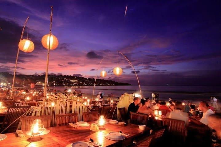 Visit around: Romantic seafood dinner in Jimbaran bay