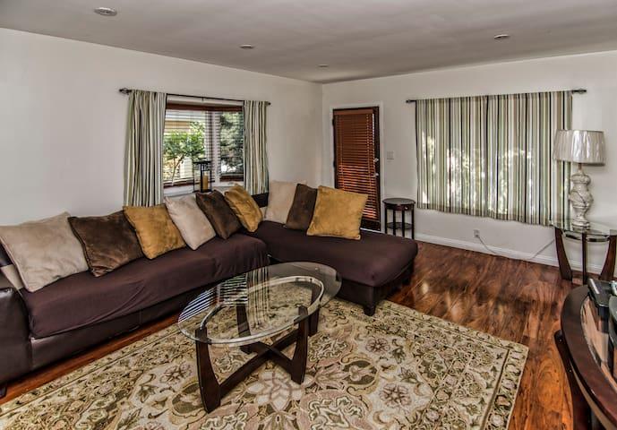 Comfortable Venice Beach Apartment