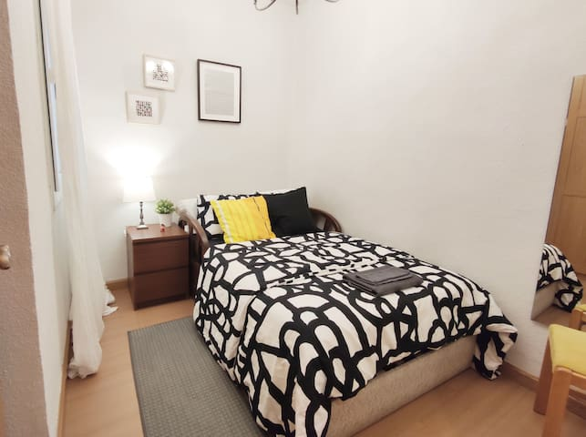 Double Room at Madrid city center Barrio Salamanca