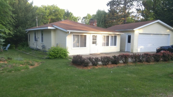 Private, Quiet Lake House    30 min from Wis Dells