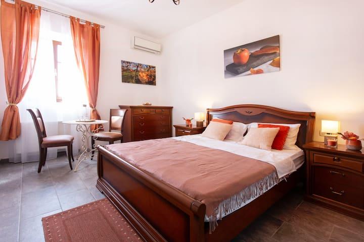 Persimmon room - Orange and Vanilia lovers