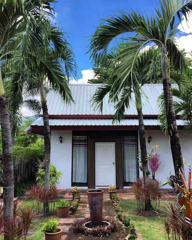 thai house 4BR with large garden & living room
