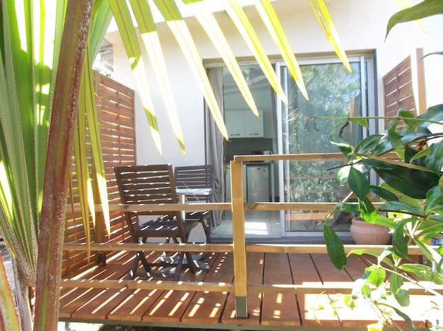 Charmant T1 avec terrasse chez le propriétaire - La Saline Les Hauts - Apartemen