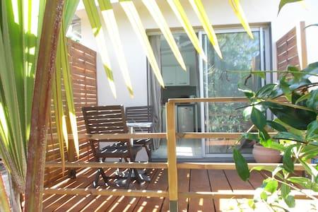 Charmant T1 avec terrasse chez le propriétaire - La Saline Les Hauts