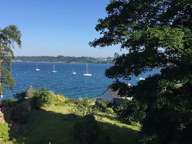 Superbe villa en bord de mer / Amazing sea view