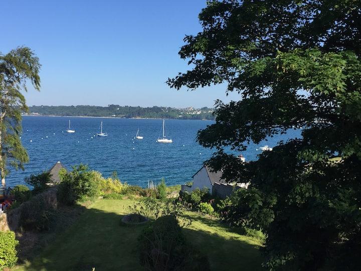 Splendide villa en bord de mer / Amazing sea view