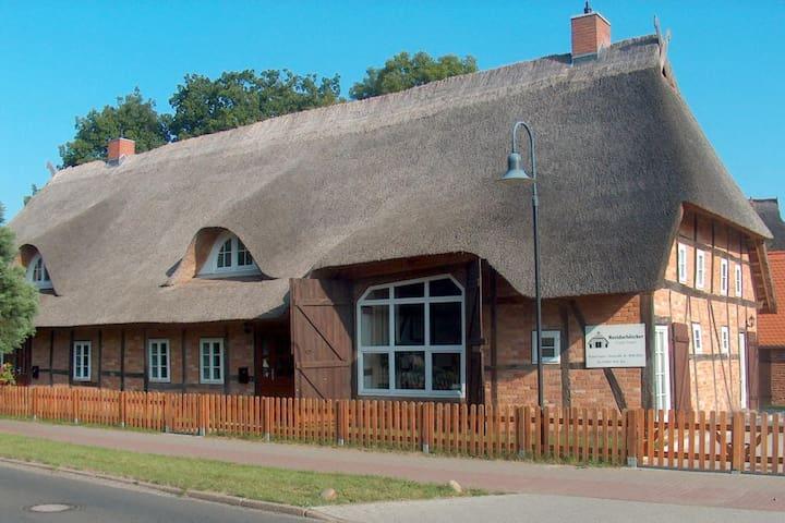 Ferien unter dem Reetdach - Banzkow - Haus