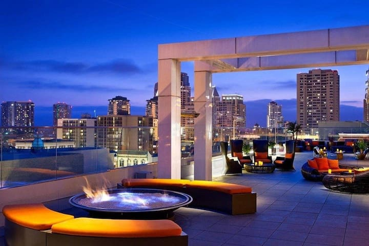 Luxurious apartment in Downtown San Diego|MUST SEE