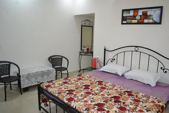 """""""Villa Green"""" Bedroom 1 with shared kitchen"""
