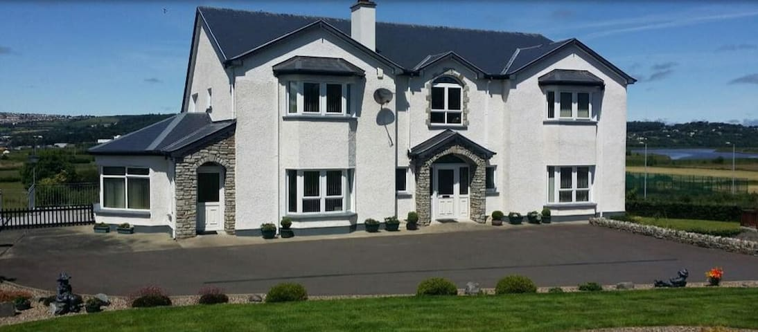 Bright, spacious ensuite in Donegal - Letterkenny - Bed & Breakfast