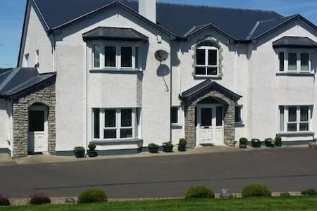 Bright, spacious ensuite in Donegal - Bed & Breakfast