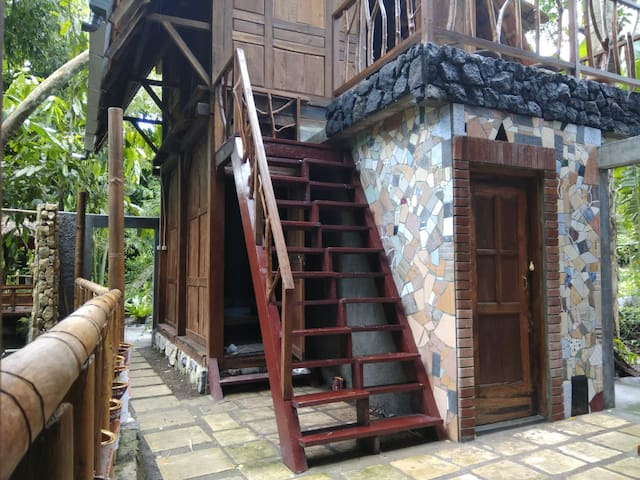 Villa Pohon, 1 house with 3 rooms, back to nature.