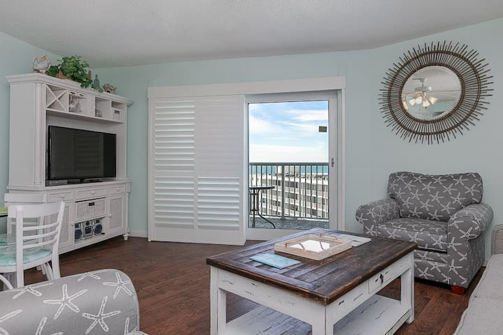 Gulf-view condo with beach access, shared indoor/outdoor pool- snowbird friendly