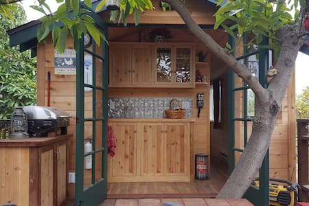 Treehouse Guest House with Farm Stay - Fillmore