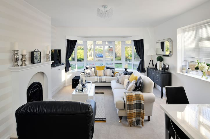 Grand Ave By The Sea - Luxury, Elegance & Comfort - Worthing - Huoneisto