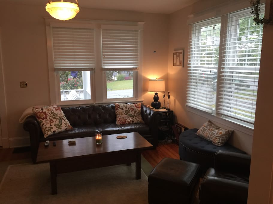 Living Room w/Leather couch and chair