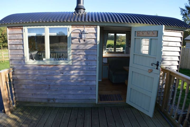 Rose Hut · Beautiful Shepherds Hut with Hot Tub