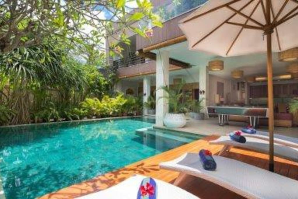 Entrance view onto swimming pool and villa