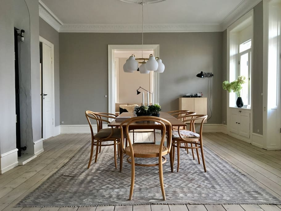 Dining room facing the Lakes