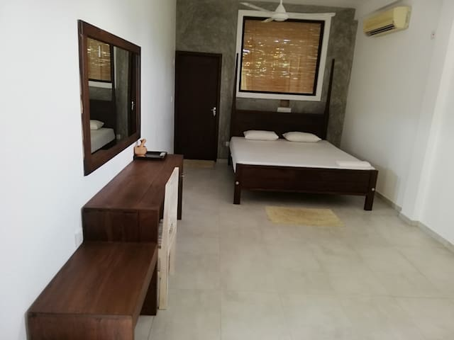 LUXURY ROOM 2 (private)- Villa Maane by Goodwill