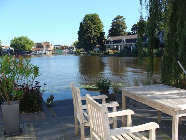 Lovely house directly located to the river Amstel - Ouderkerk aan de Amstel