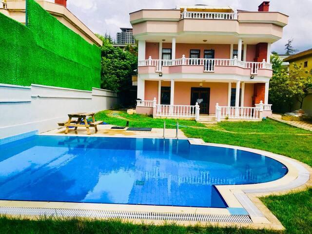 E-5 e 5 dakika müstakil havuzlu villa
