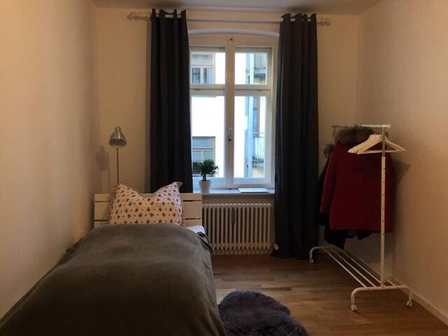Möbliertes Zimmer am Stiglmaierplatz