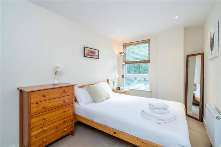 Elegant 2 bed 2 bath flat in Shoreditch