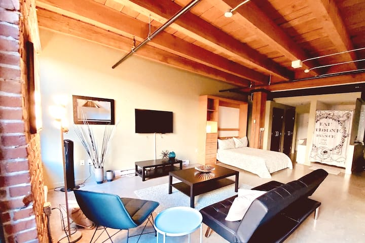 Unique Heritage Brick & Beam Loft in Gastown