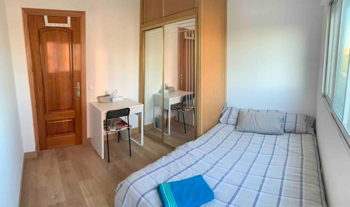 NEW home-Double Bed-WiFi-15mins to Sol by metro