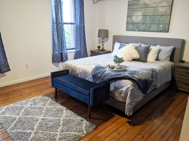 Charming 1 BR ❤️OLDE City⭐King Bed FREE PARKING✔️