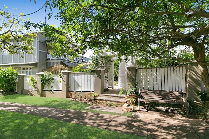 Elegant Apartment - Shorncliffe - Apartment