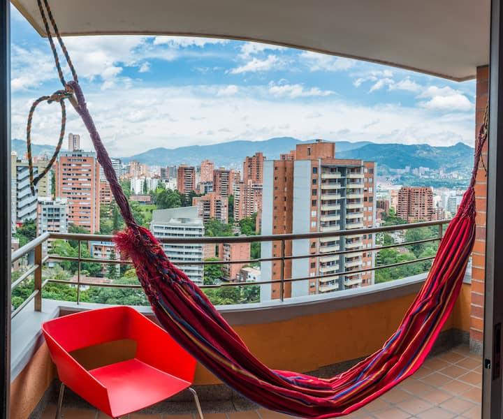 Perfect Location in Poblado Room #2