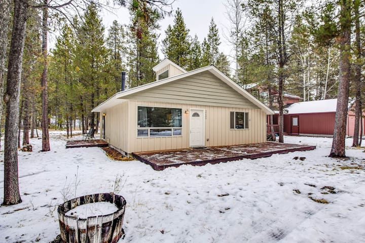 Campsite Cottage* Peaceful Cabin*25 Min to Bachelor*Seasonal Community Pool and Hot Tub