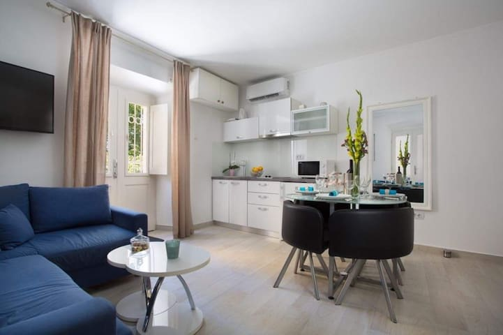 Royal - One Bedroom Apartment with Terrace